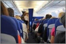 Zähneputzen im Flugzeug
